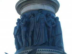 Tom Steele depicted on the O'Connell monument - in his cap