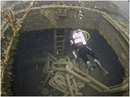 Diver entering the forward hold.